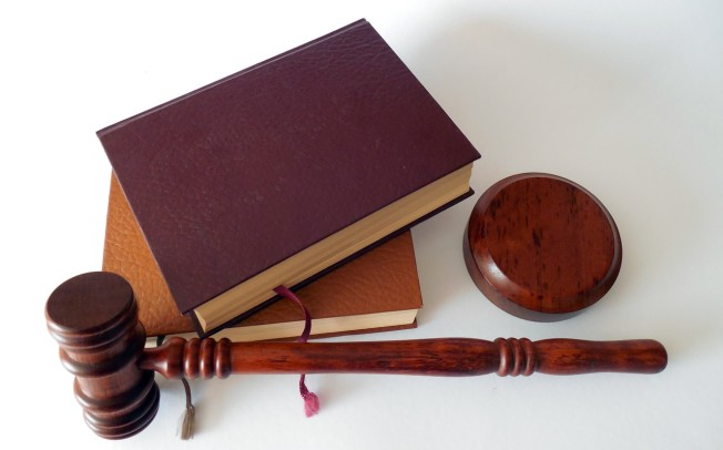 Kto określna normy prawne?