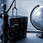 Wybór adwokata – czym należy się kierować?