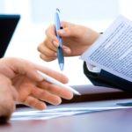Tłumacz przysięgły – jakie warunki należy spełnić aby pełnić to stanowisko?