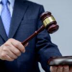 Dlaczego warto korzystać z pomocy adwokata?