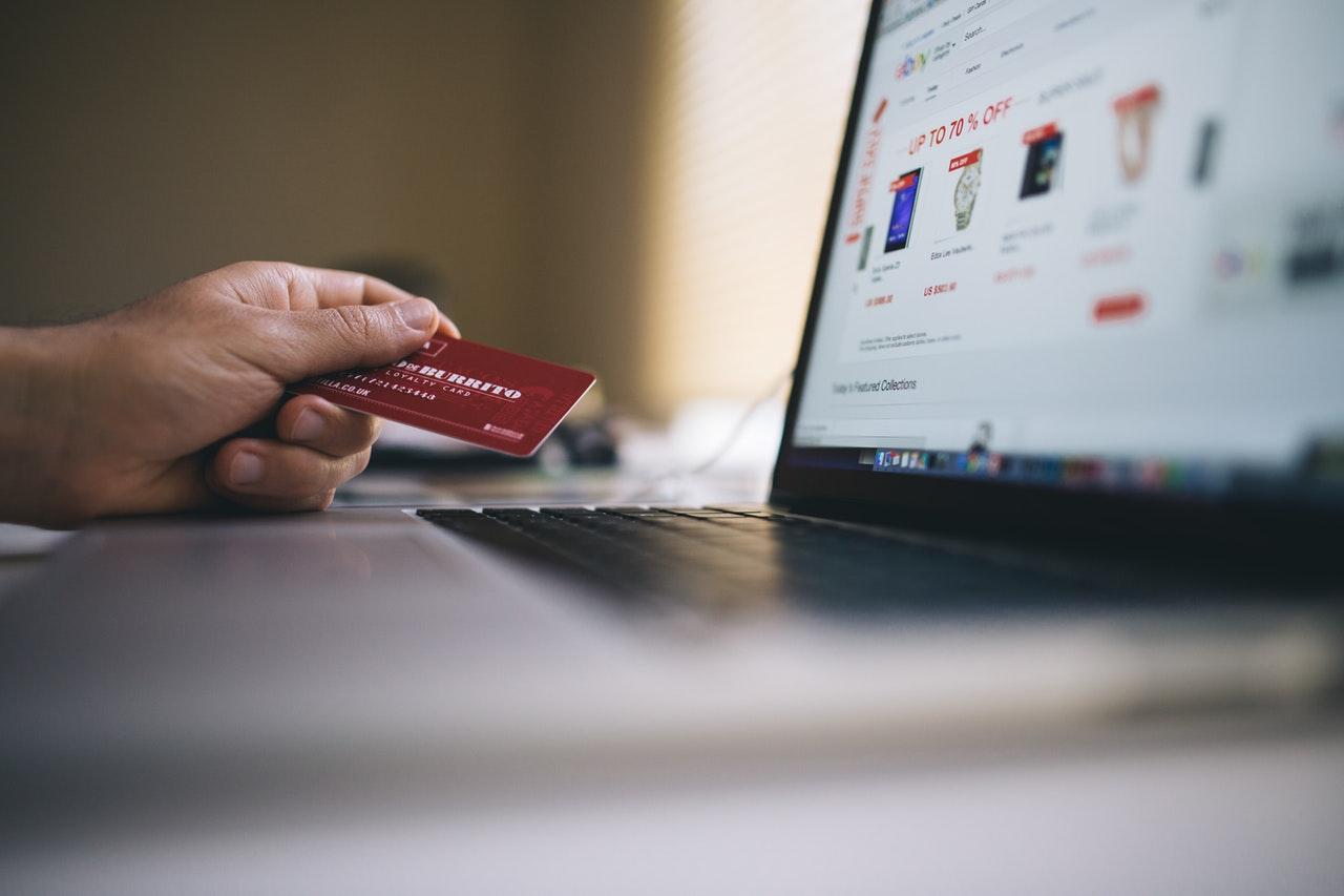 Jak prowadzić handel elektroniczny zgodnie z prawem? – porady dla właścicieli e-commerce